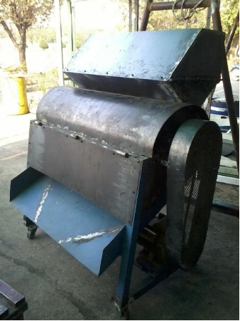 Faculty of Mechanical Engineering RMUTL Tak develop innovative minced feed for beef cattle machine