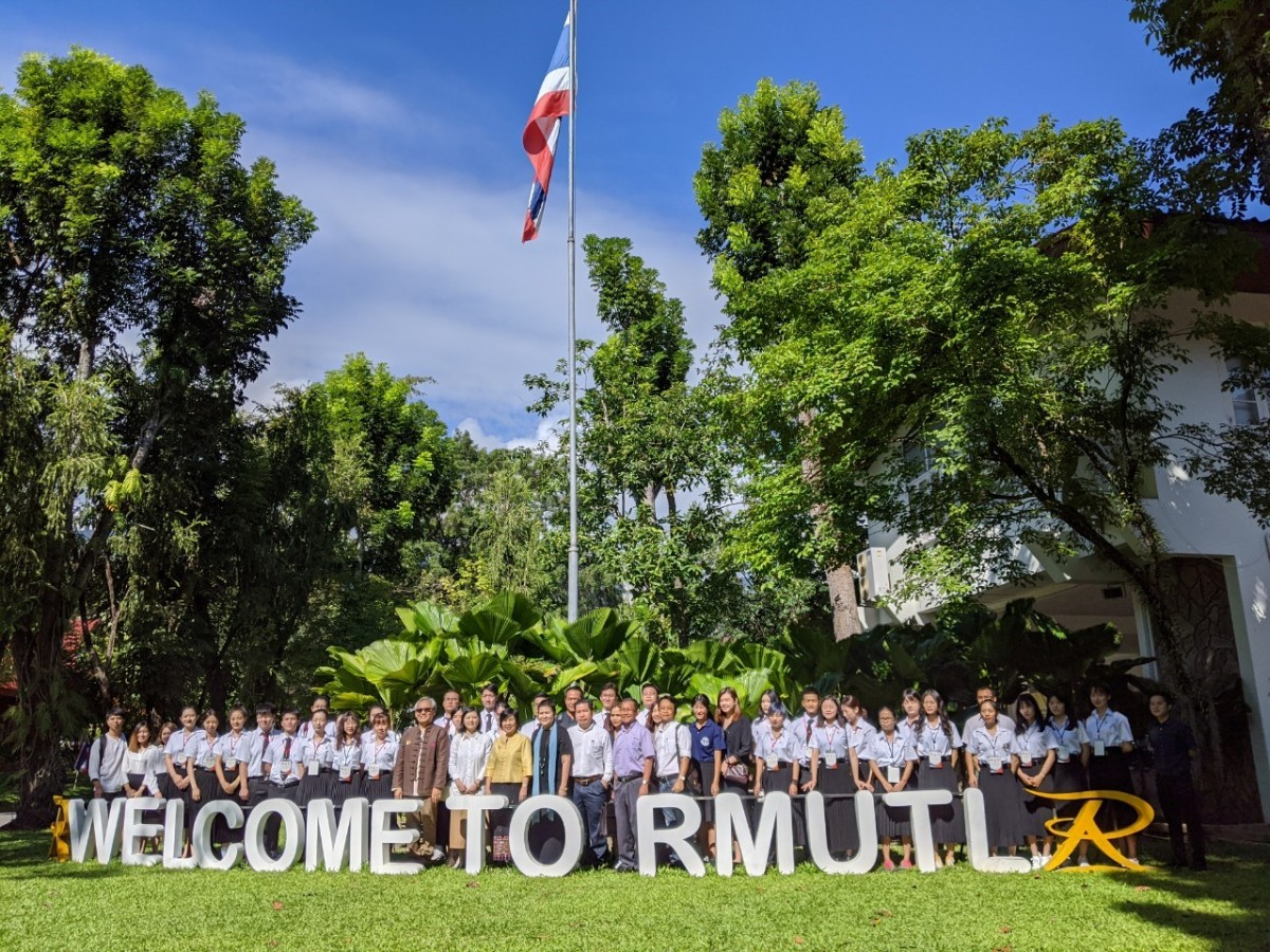 Students from Guangxi Normal University meet the President of RMUTL