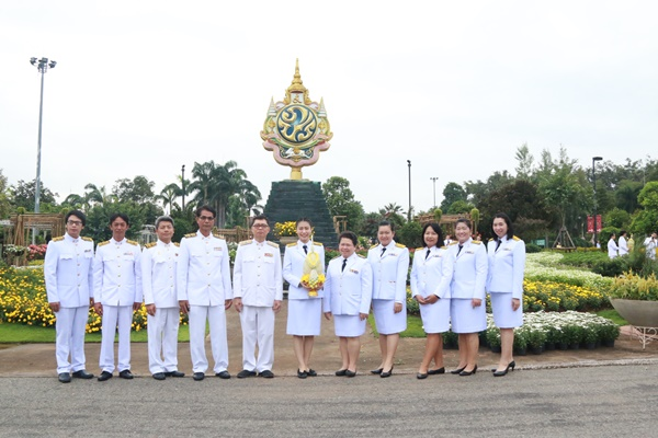 RMUTL participated in laying a fresh flower tray on Father of the Royal Rainmaking Day (The King Rama IX)