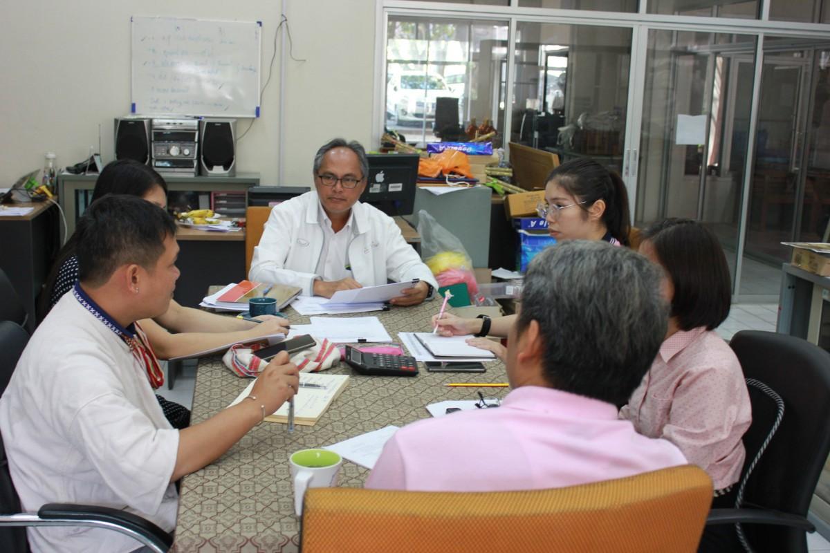 บุคลากรศูนย์วัฒนธรรมศึกษา ดำเนินการประชุม ร่วมกับ รองอธิการบดีฝ่ายกิจการพิเศษ เพื่อพิจารณารายละเอียดโครงการประจำปีงบประมาณ 2563