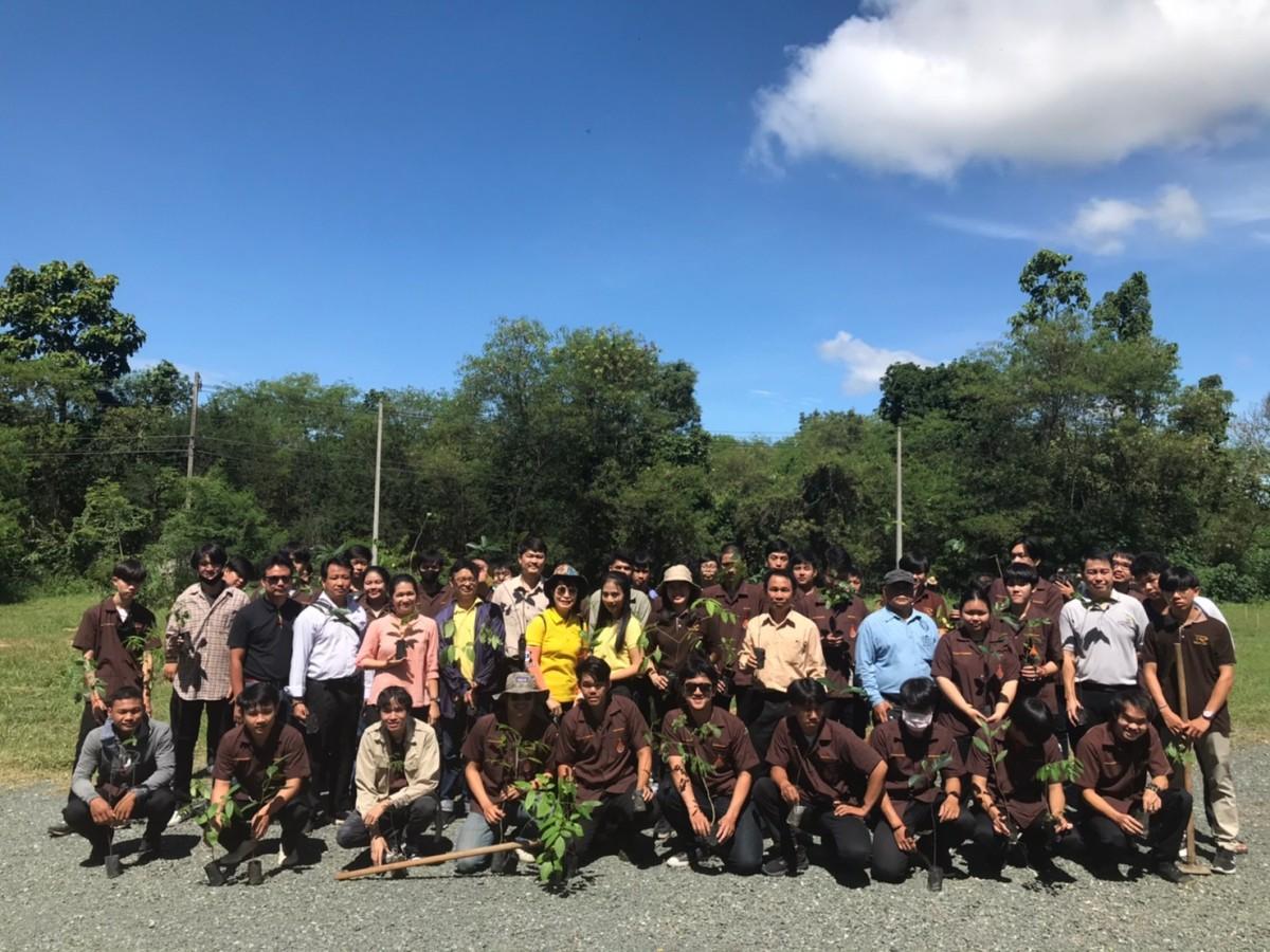 """มทร.ล้านนา ร่วมกิจกรรมปลูกต้นไม้และปลูกป่าเฉลิมพระเกียรติ  """"รวมใจไทย ปลูกต้นไม้ เพื่อแผ่นดิน"""" สืบสานสู่ 100 ล้านต้น"""