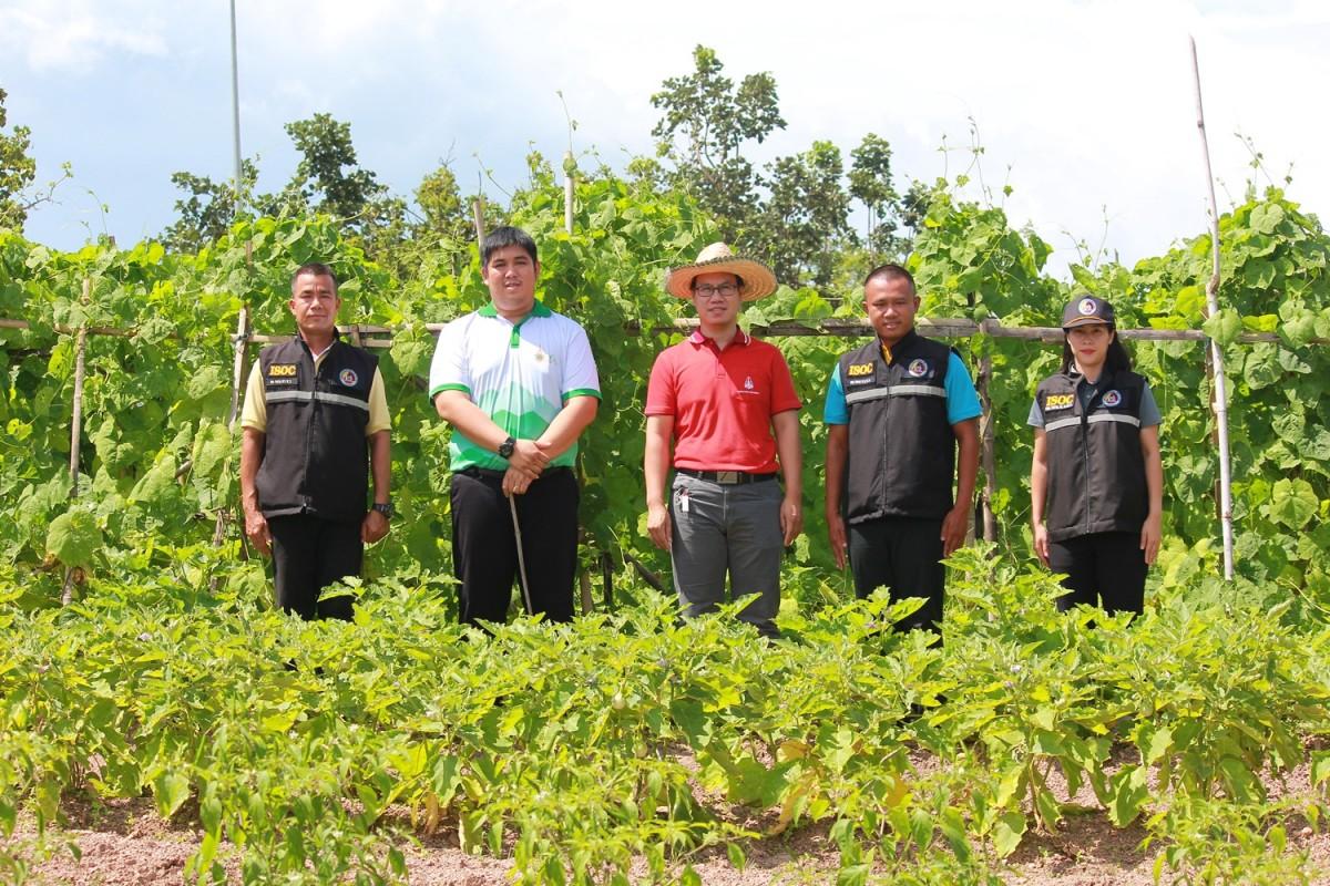 กอ.รมน. จังหวัดเชียงราย เยี่ยมชมแปลงเกษตรนักศึกษาทุนนวัตกรรมสายอาชีพชั้นสูง