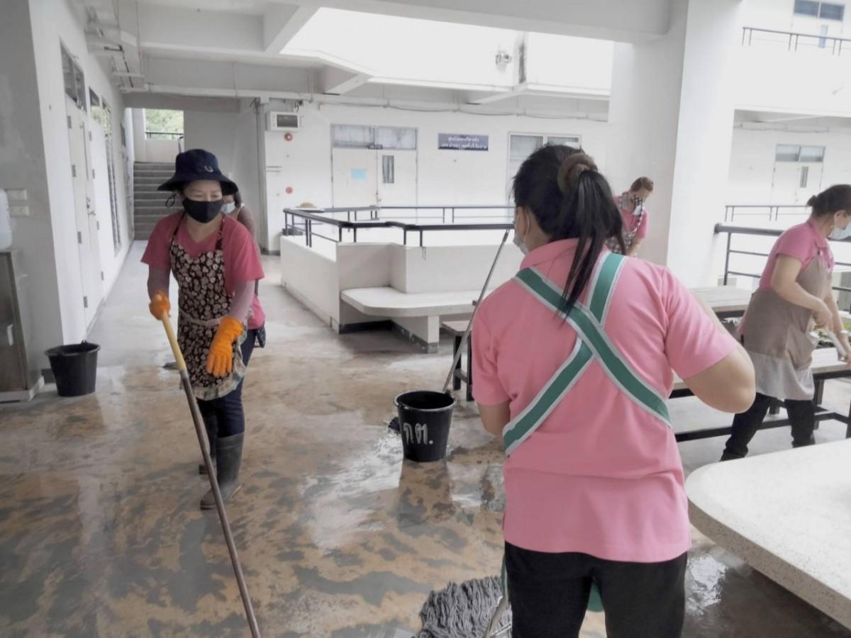 มทร.ล้านนา เชียงราย Big Cleaning Day ภายในอาคารสำนักงาน ห้องเรียน โรงอาหาร ตลอดจนโรงฝึกงานของนักศึกษาทั่วทั้งมหาวิทยาลัยฯ เพื่อป้องกันการแพร่ระบาดของเชื้อไวรัส COVID-19
