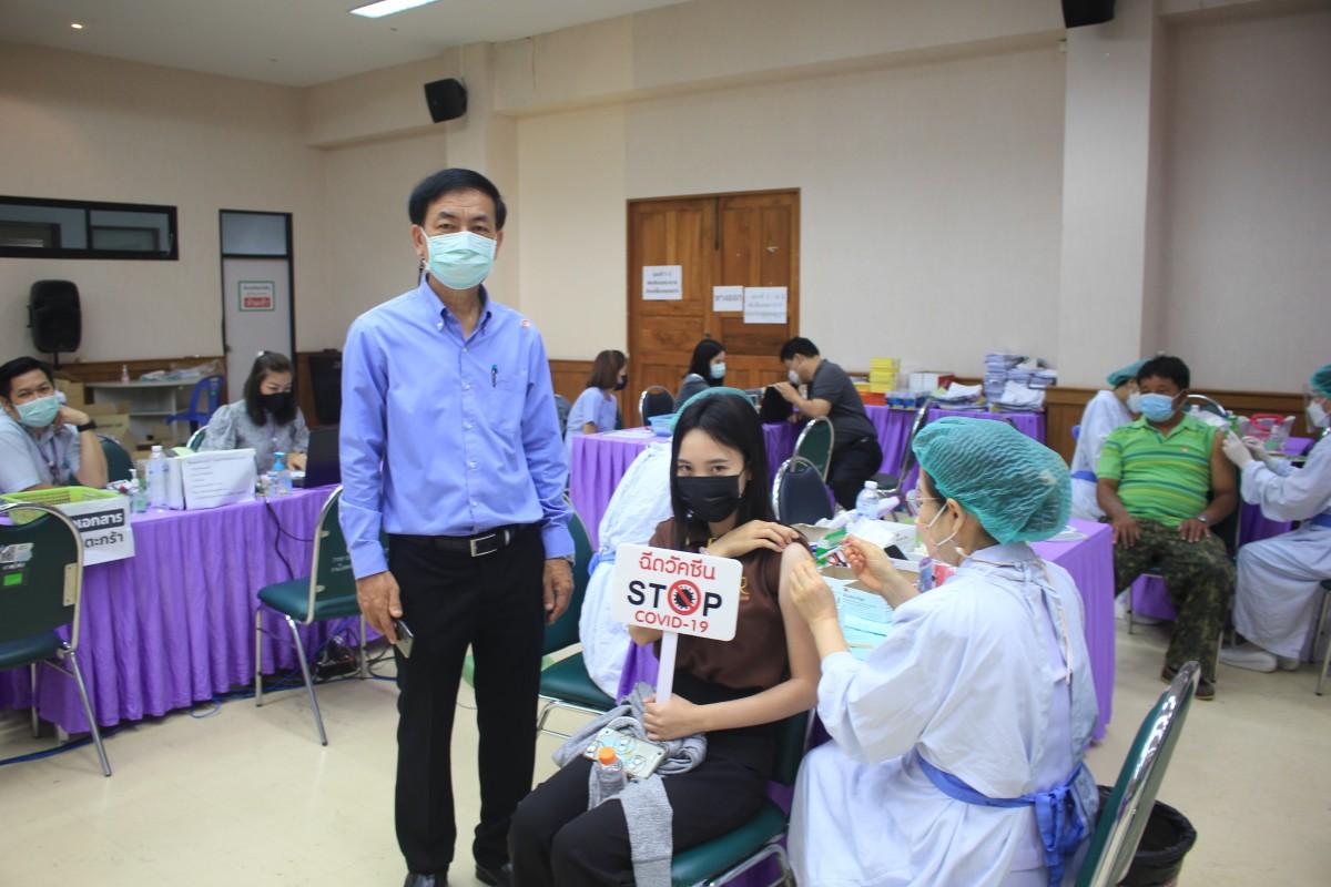 อาจารย์ บุคลากร นักศึกษา และบุคคลในครอบครัว มทร.ล้านนา น่าน เข้ารับการฉีดวัคซีน COVID-19 เข็มที่ 1 รอบที่ 2 วันที่ 16 ก.ค. 2564