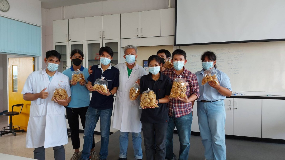 อาจารย์คณะวิทยาศาสตร์และเทคโนโลยีการเกษตร มทร.ล้านนา ลำปาง เป็นวิทยากรอบรมเชิงปฏิบัติการ การทำข้าวเกรียบแมลง และข้าวเกรียบผักเคล
