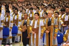 พิธีพระราชทานปริญญาบัตรผู้สำเร็จการศึกษา ปีการศึกษา 2558 มหาวิทยาลัยเทคโนโลยีราชมงคลล้านนา
