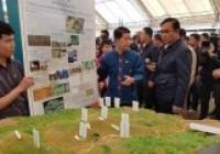 รูปภาพ : ดร.ภาสวรรธน์ นำเสนอผลการวิจัย กองทุ่น FLR349 ต่อคณะรัฐมนตรีสัญจร