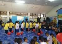 รูปภาพ : นศ.การตลาด จัดโครงการตลาดอาสาพัฒนาโรงเรียนให้น้องปีที่ 6 ณ โรงเรียนบ้านริมลาว