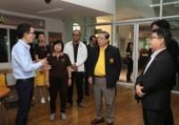 รูปภาพ : สมาชิกวุฒิสภาเดินทางเข้าชมห้องต้นแบบโครงการ Safe Zone