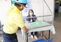 รูปภาพ : มทร.ล้านนา มอบ face shieldและกล่องกันเชื้อฟุ้งกระจาย (Aerosol Boxs) รพ.ดอยสะเก็ด