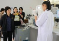 รูปภาพ : คณะผู้บริหาร คณาจารย์และบุคลากร สาขาวิทยาศาสตร์เชียงราย ต้อนรับอธิบดีกรมวิทยาศาสตร์บริการพร้อมคณะการดำเนินงานด้านการรับรองระบบงานห้องปฏิบัติการทดสอบ ทางด้านเคมี