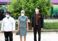 รูปภาพ : โรงพยาบาลสนาม มทร.ล้านนา ตาก ส่งผู้ป่วยโควิด-19 กลับบ้านชุดแรก