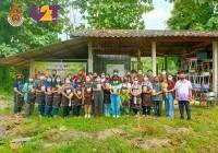 รูปภาพ : 23 ก.ย.64: มทร.ล้านนา จัดโครงการอบรมการแปรรูปลำไยอบแห้งสีทอง ณ โรงเรียนบ้านนาบุญโหล่งขอด ตำบลโหล่งขอด อำเภอพร้าว จังหวัดเชียงใหม่