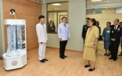 อาจารย์หลักสูตรทัศนศิลป์ ร่วมออกแบบห้องสันทนาการ ให้แก่ศูนย์ส่งส่งฟื้นฟูสุขภาพผู้สูงอายุ สภากาชาดไทย