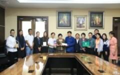 คณะนักวิจัยพร้อมด้วยทีมงานจากหลักสูตรสถาปัตยกรรมศาสตร์ เข้าพบผู้ปฏิบัติหน้าที่อธิการบดี มทร.ล้านนา เพื่อรายงานผลการเข้าร่วมงาน Thailand Research Expo 2018