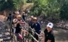 นศ.และอาจารย์ การจัดการธุรกิจ มทร.ล้านนา เชียงราย จัดกิจกรรมปลูกป่า สร้างฝาย ถวายพ่อ ณ สวนภูตาดเกษตรธรรมชาติ อำเภอแม่ลาว จังหวัดเชียงราย