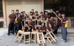 นักศึกษาหลักสูตร วศ.บ.ยธ จัดทำเก้าอี้สำหรับห้องปฏิบัติการ จากการเรียนวิชา Civil Engineering Workshop