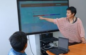 รูปภาพ : ดร.อรนุตฎฐ์ รอง.ผอ.วิทยบริการฯ พัฒนาระบบ Website กลางของมหาวิทยาลัยฯ
