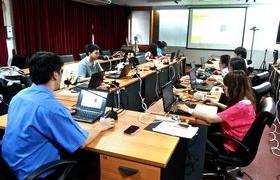 รูปภาพ : นายพีรวัฒน์ ไชยแก้วเมร์ นักวิชาการคอมฯ อบรมการใช้งานเว็บไซต์ฯ แก่ นักเทคโนฯ
