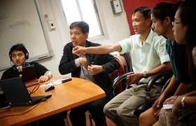 รูปภาพ : หัวหน้ากลุ่มงานเครือข่าย แนะนำการใช้งาน Teleconference กศน.เชียงใหม่