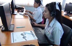 รูปภาพ : นักศึกษาใหม่ สาขา IBM เข้าร่วมทดสอบภาษาอังกฤษ ก่อนเข้า โครงการฯ Tell me more online