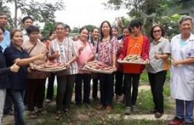 รูปภาพ : อาจารย์ มทร.ล้านนา ลำปาง เป็นวิทยากรฝึกอบรมเชิงปฏิบัติการ ในโครงการ หมู่บ้านผลิตและแปรรูปเห็ดสู่ผลิตภัณฑ์อาหารเพื่อสุขภาพ