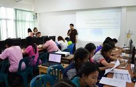 รูปภาพ : บุคลากรวิทยาลัยเทคโนโลยีและสหวิทยาการ ร่วมเป็นวิทยากรโครงการการใช้คอมพิวเตอร์และเครือข่ายอินเทอร์เน็ต ที่ โรงเรียนเทศบาลประตูลี้ จ.ลำพูน