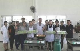 รูปภาพ : นักศึกษาสาขาท่องเที่ยวและการโรงแรม มทร.ล้านนา ลำปาง ฝึกอบรมการอาหารและขนมไทย