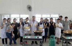 รูปภาพ : อาจารย์ มทร.ล้านนา ลำปาง เป็นวิทยากรฝึกอบรมเชิงปฏิบัติการ การทำน้ำนมข้าวโพด