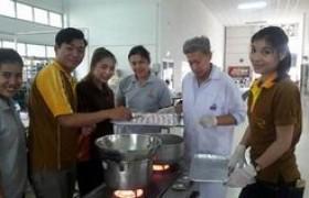 รูปภาพ : อาจารย์ มทร.ล้านนา ลำปาง เป็นวิทยากรฝึกอบรมเชิงปฏิบัติการ การทำขนมต้ม