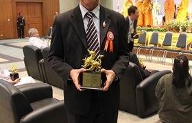 รูปภาพ : รศ.ดร.นำยุทธ  สงค์ธนาพิทักษ์ รับรางวัลเหมราช บุคคลต้นแบบแห่งปี