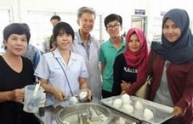รูปภาพ :  อาจารย์ มทร.ล้านนา ลำปาง เป็นวิทยากรฝึกอบรมเชิงปฏิบัติการ การทำไอศกรีมนมสดผสมกะทิ