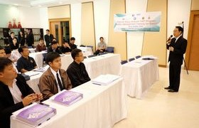 รูปภาพ : มหาวิทยาลัยเทคโนโลยีราชมงคลล้านนา ร่วมกับ สถาบันคีนันแห่งเอเชีย ได้จัดการอบรมหลักสูตรการจัดการความปลอดภัยอาชีวอนามัยและสภาพแวดล้อมการทำงานสำหรับอาจารย์ภาคอาชีวศึกษา ในโครงการของ Chevron Enjoy Science : สนุกวิทย์ พลังคิดเพื่ออนาคต