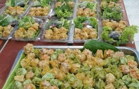 รูปภาพ : อาจารย์ มทร.ล้านนา ลำปาง วิทยากรฝึกอบรมเชิงปฏิบัติการ การทำขนมจีบ
