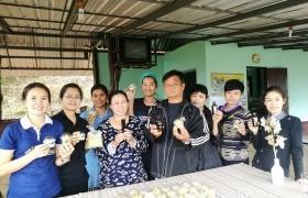 """รูปภาพ : หลักสูตรวิศวกรรมกระบวนการอาหาร จัดโครงการอบรมเชิงปฏิบัติการ """"การผลิตน้ำเห็ดหลินจือพร้อมดื่ม และผลิตภัณฑ์เบเกอรี่จากฟักทองญี่ปุ่น"""" แก่ชาวบ้าน ต.เมืองก๋าย อ.แม่แตง จ.เชียงใหม่"""