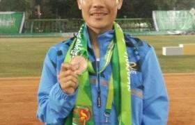 รูปภาพ : นักกรีฑาจาก มทร.ล้านนา ลำปาง คว้ารางวัลเหรียญทองแดง วิ่ง 5,000 เมตร - ชาย
