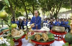 รูปภาพ : พิธีดำหัวพ่อปู่พระภูมิเทพนครราช เนื่องในเทศกาลปี๋ใหม่เมือง ประจำปี 2560