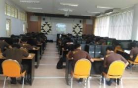 รูปภาพ : การทดสอบภาษาอังกฤษสำหรับ นศ. ปริญญาตรีชั้นปีสุดท้ายปีการศึกษา59
