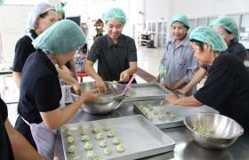 รูปภาพ : กิจกรรมการฝึกอบรมการทำคุกกี้และข้าวเกรียบจากผักเชียงดา