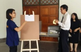 รูปภาพ : คณะบริหารธุรกิจและศิลปศาสตร์ นับคะแนนเสียงจากการเลือกตั้งกรรมการประจำคณะ