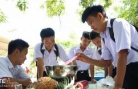 รูปภาพ : ทีมงาน  Stem Education  มทร.ล้านนา ลำปาง ลำปาง ถ่ายทอดเทคโนโลยีการทำสบู่จากสับปะรด แก่นักเรียนโรงเรียนเสริมงามวิทยาคม