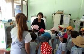 รูปภาพ : นักเรียนโรงเรียนปาริมาดูงานการเลี้ยงไก่-ไข่ปลอดภัย