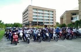รูปภาพ : คาราวาน จยย. มทร.ล้านนา ลำปาง อลังการ ร่วมรณรงค์ขับขี่ปลอดภัย ภายในสถานศึกษา