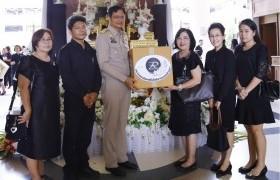 รูปภาพ : มทร.ล้านนา ส่งมอบดอกไม้จันทน์พระราชทาน (ดอกดารารัตน์) ร่วมถวายในพระราชพิธีถวายพระเพลิงพระบรมศพพระบาทสมเด็จพระปรมินทรมหาภูมิพลอดุลยเดช