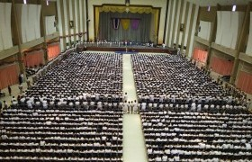 รูปภาพ : สมเด็จพระเทพรัตนราชสุดาฯ สยามบรมราชกุมารี เสด็จพระราชดำเนินแทนพระองค์ พระราชทานปริญญาบัตร แก่ผู้สำเร็จการศึกษา จากมหาวิทยาลัยเทคโนโลยีราชมงคลล้านนา  ปีการศึกษา ๒๕๕๙