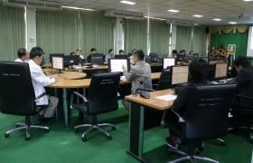 รูปภาพ : มหาวิทยาลัยเทคโนโลยีราชมงคลล้านนา ลำปาง ประชุมสรุปผลการดำเนินงานของสนามสอบ V-NET ในส่วนที่มหาวิทยาลัยฯ รับผิดชอบ