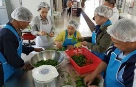 รูปภาพ : เทศบาลเมืองเขลางค์นครนำเกษตรกรเข้ารับการฝึกอบรมการแปรรูปผลผลิตทางการเกษตร