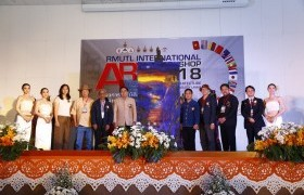 """รูปภาพ : ศิลปกรรมฯ ราชมงคลล้านนา ร่วมมือภาคีเครือข่าย จัดแสดงศิลปะร่วมสมัย นานาชาติ """"RMUTL International Art Workshop 2018"""""""