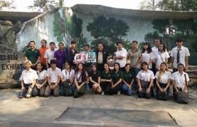 รูปภาพ : นักศึกษา จิตรกรรม หลักสูตรทัศนศิลป์ วาดภาพจิตรกรรมฝาผนังในพื้นที่อาศัยของลิง ณ สวนสัตว์เชียงใหม่
