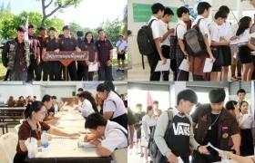 รูปภาพ : บรรยากาศการรายงานตัวเพื่อคัดกรองเข้าหอพักนักศึกษา วันที่ 2